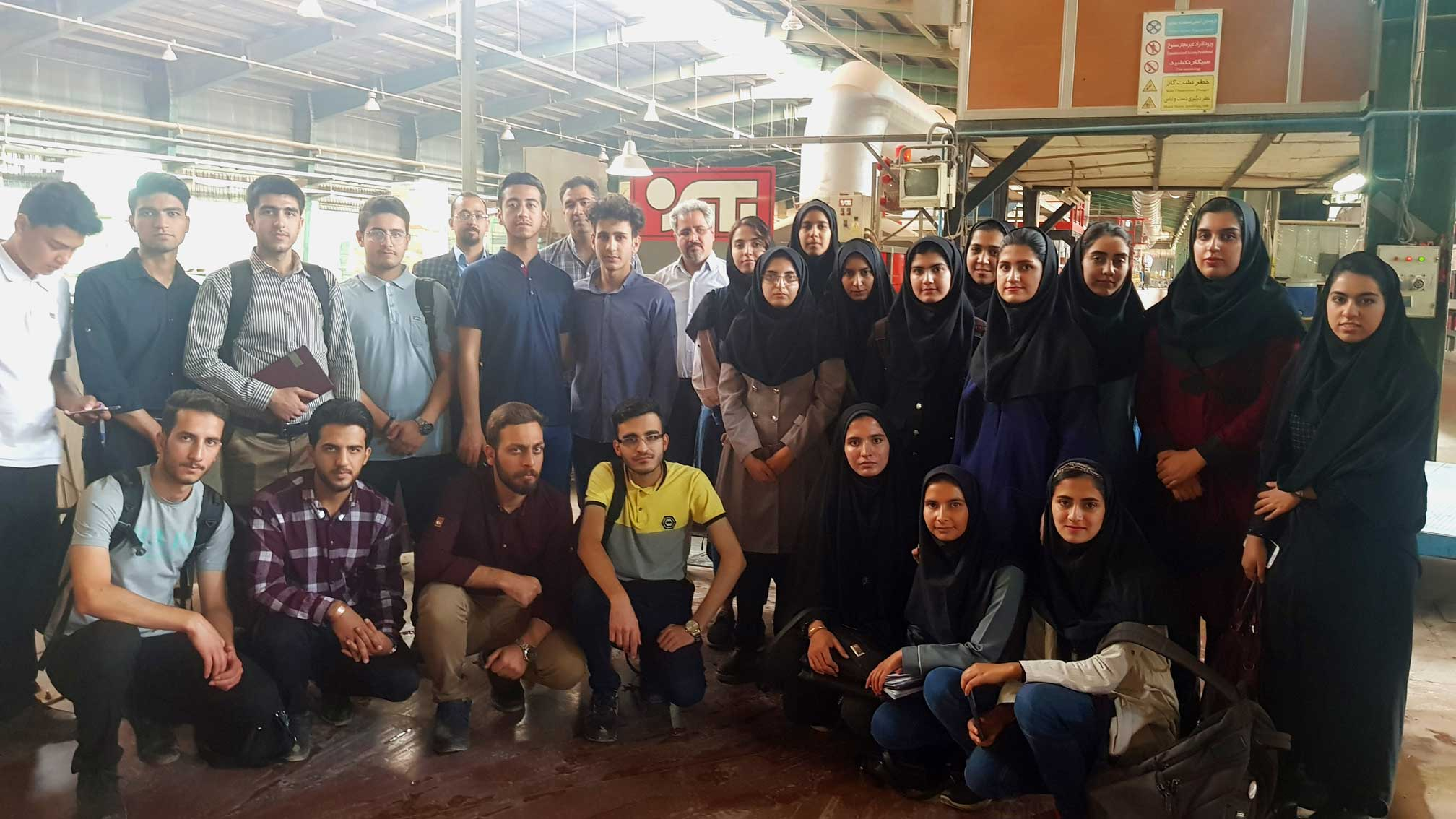 بازدید دانشجویان علوم پزشکی از شرکت کاشی یزدسرام